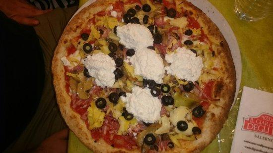 """Faiano, Italië: Pizza """"abbuffata"""" ,  davvero notevole!"""