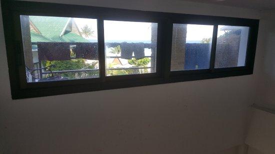 Haad Salad Villa : dirty windows