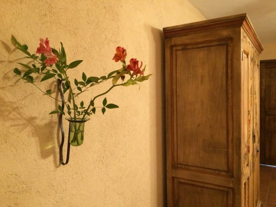 Casa Rosada Hotel: Lovely fresh flowers in room