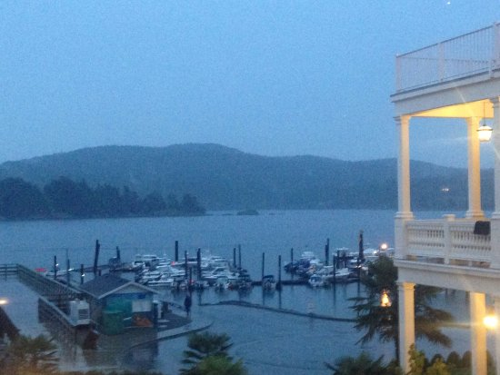 Sooke, Canadá: From hotel, looking south across the marina on a wet morning... still stunning