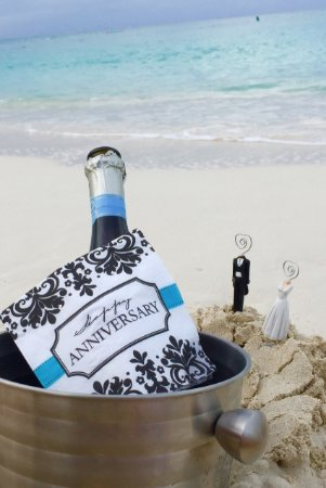 The Regent Grand: Our anniversary on the beach!