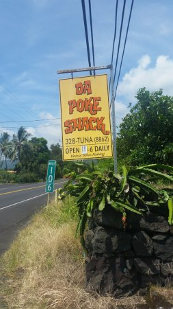 Captain Cook, Hawái: Da Poke Shack sign and Mile Marker 106
