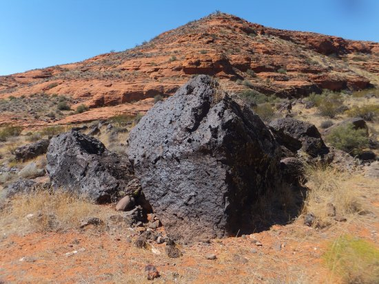 St. George, UT: Giant LAVA ROCKS in the mid section of the long trail