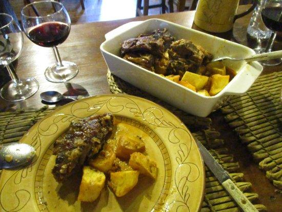 Lousa, Portugal: Restaurante típico Ti Lena- o delicioso cabrito.