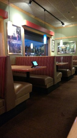 Applebee's: Booths