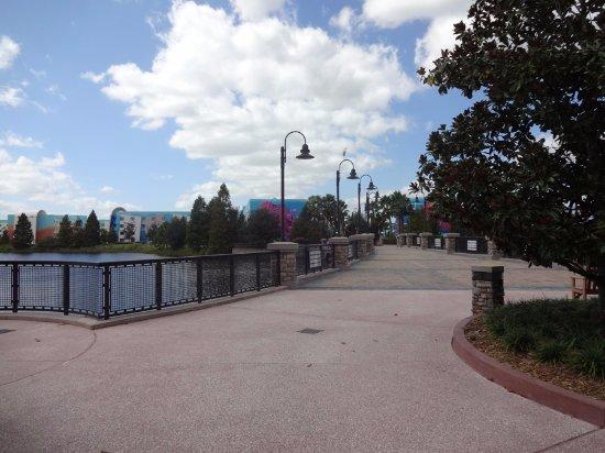 https://media-cdn.tripadvisor.com/media/photo-s/0d/0b/c0/19/bridge-over-the-lake.jpg