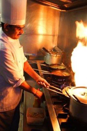 Auckland Region, Nueva Zelanda: Our head chef at work