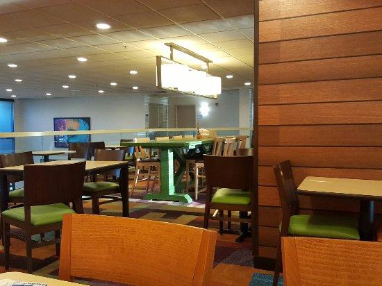 Fairfield Inn & Suites Cincinnati North / Sharonville: 20160921_082437_large.jpg