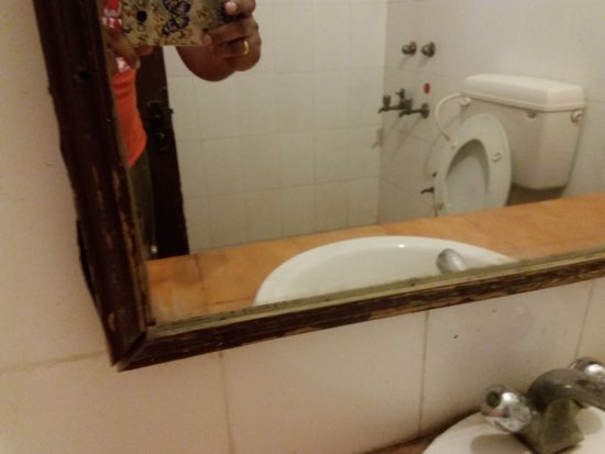 Dayal Lodge : Dirtiest I have ever seen like a public toilet.
