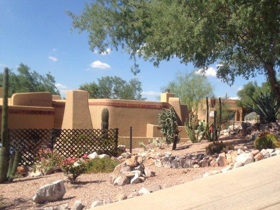 Gold Canyon Resort - Dinosaur Mountain Golf Course: The hotel area