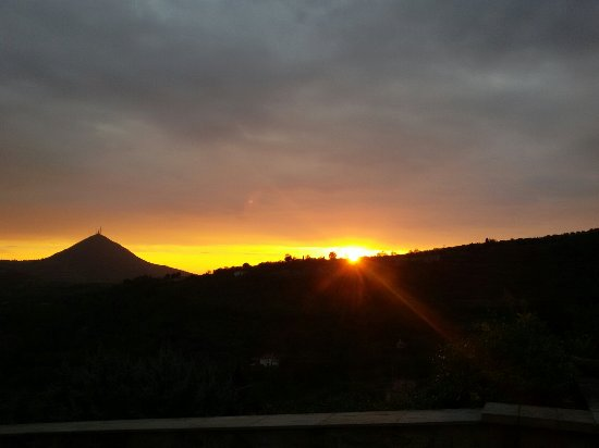 Arqua Petrarca, Italia: Panoramica mozzafiato al tramonto