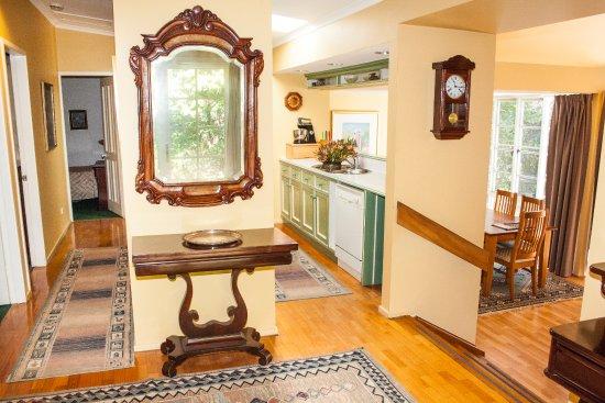 Bygone Beautys Cottages: Bronte Cottage main entrance hall