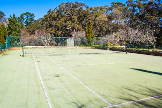 Bygone Beautys Cottages: Bronte Cottage tennis court