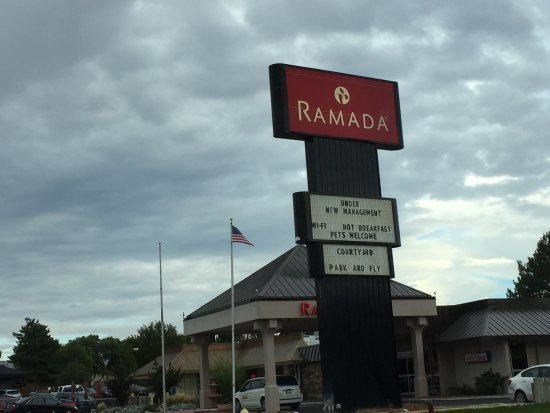 Ramada Grand Junction : Sign.