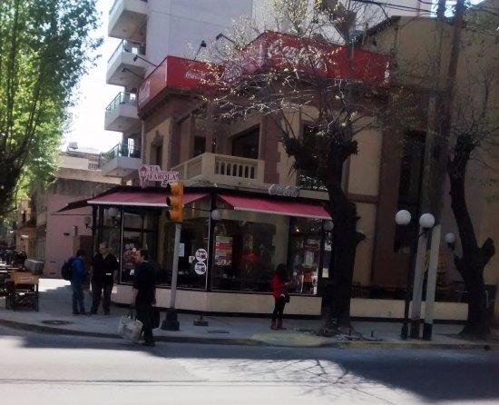 Lanús, Argentina: Fachada sobre calle Gdor. Irigoyen