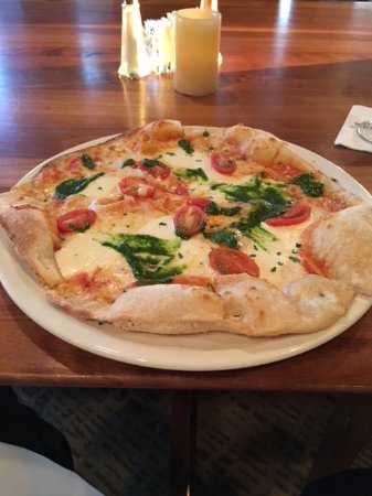 The Woodlands Dining Room at The Woodlands Resort: Margherita Pizza