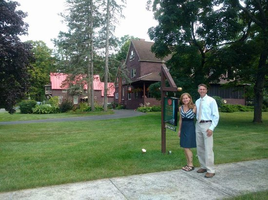 Geyser Lodge Bed & Breakfast: Owners Tara and Jason