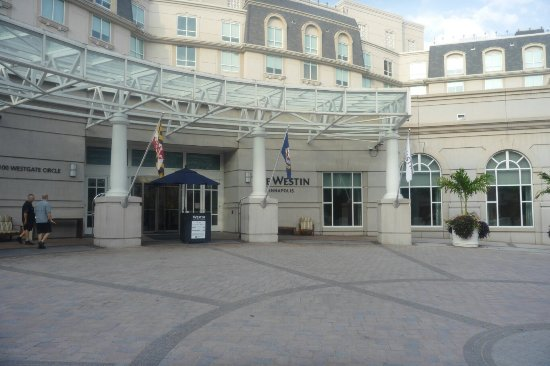 Westin Annapolis: Hotel front entrance