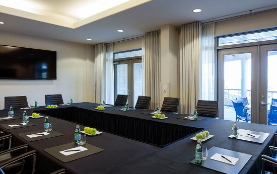Delta Guelph Hotel and Conference Centre : Terrace Boardroom