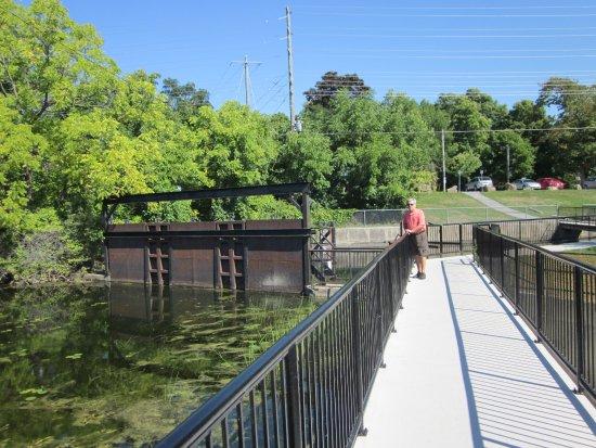 Sculpture Park: Canal lock