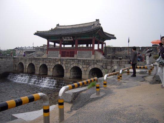 Suwon, Corea del Sur: 水門でしょうか
