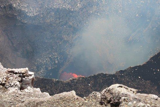 Playa Hermosa, Costa Rica : Live volcano in Nicaragua