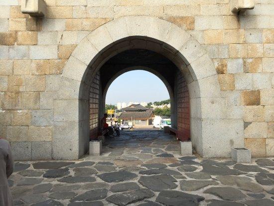 Hwaseong Fortress: 水原華城 午前ツアー55,000ウォン