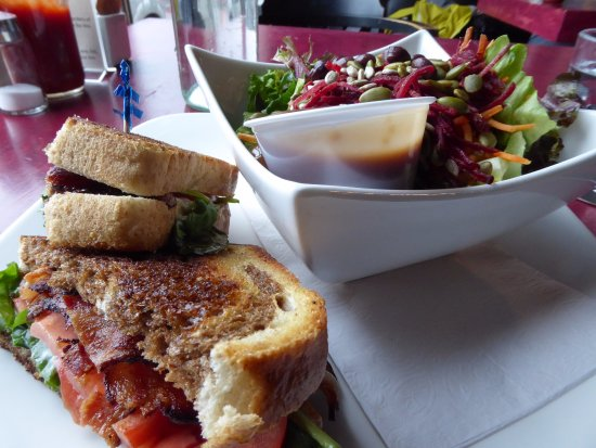 Burnt Toast Cafe: grilled bacon, tomato and spinach sandwich
