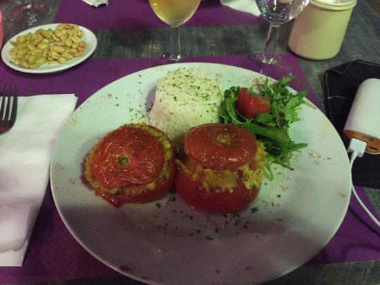 Le Savoa : Gevulde tomaat met vis en rijst erbij ipv frites.