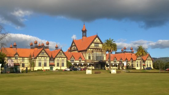 Rotorua District, New Zealand: The Rotorua Museum, housed in the old Bath House building, looks over the Government Gardens.