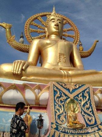 Bophut, Thailand: 黄金に輝くビッグブッダ