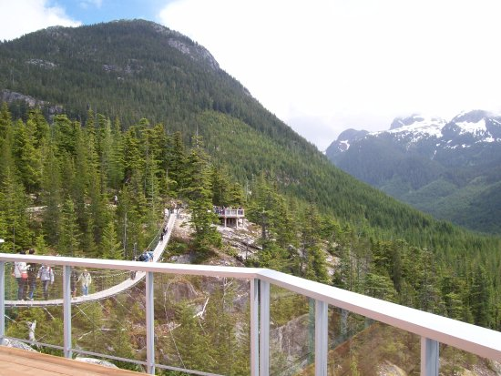 Squamish, Canadá: Suspension Bridge from cafe to start of the short Spirit Trail
