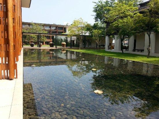 Anantara Chiang Mai Resort: บรรยากาศดี โรงแรมสวย พนักงานน่ารักมาก อาหารก็อร่อย