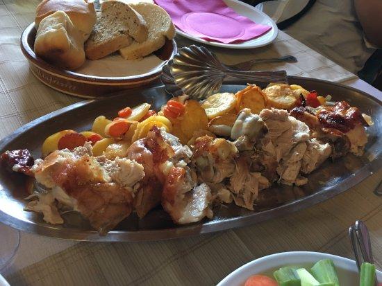 Slunj, Kroatien: Suckling pork