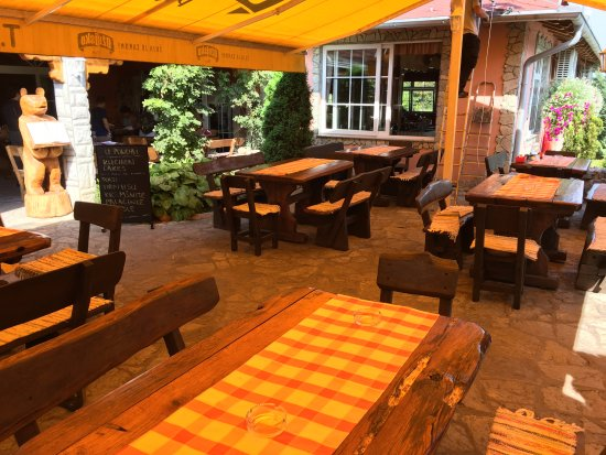 Slunj, Croácia: The restaurant (outside)