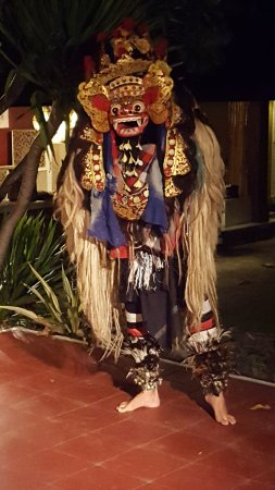 Peneeda View Beach Hotel: Live entertainment most nights. The Barong Dance