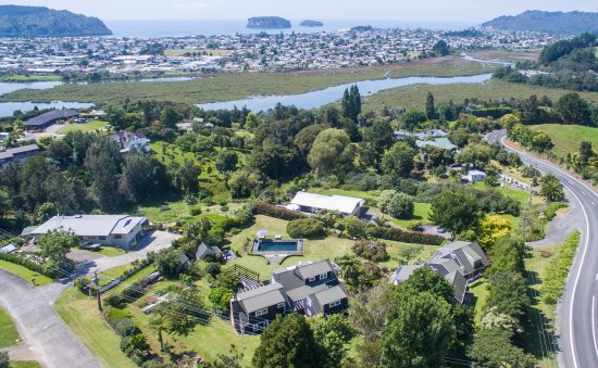 Brenton Lodge: overlooking Whangamata