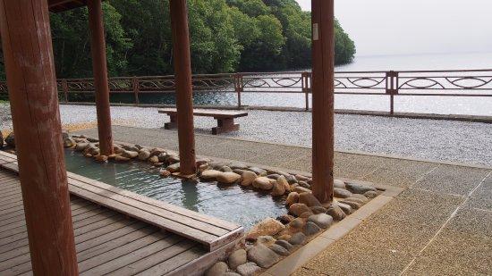 Shikaoi-cho, اليابان: 足湯に入って湖が見れます