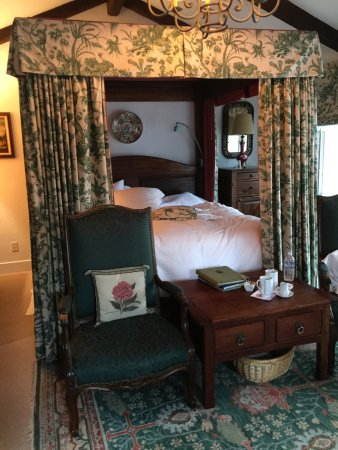 Chateau du Sureau: We stayed in the Mint room