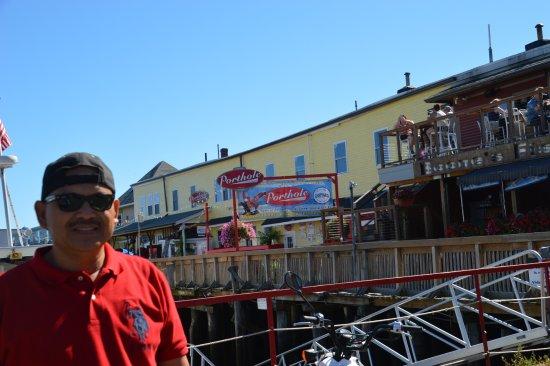 Porthole Restaurant Pub Is A Seafood Along Casco Bay In Portland