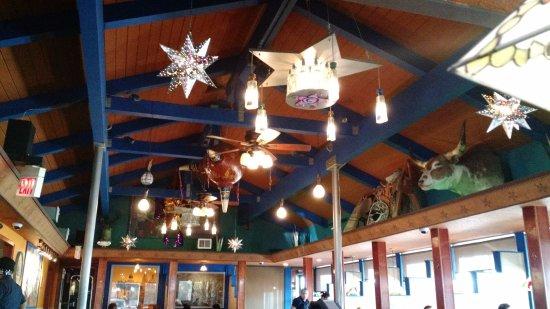 San Leandro, CA: Dining area's decorative ceiling