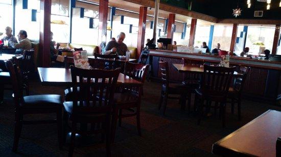San Leandro, CA: Dining area