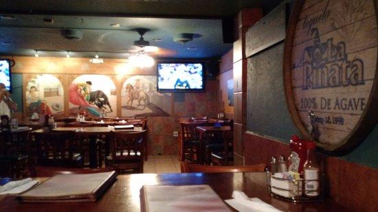 San Leandro, CA: Bar area for sports enthusiasts