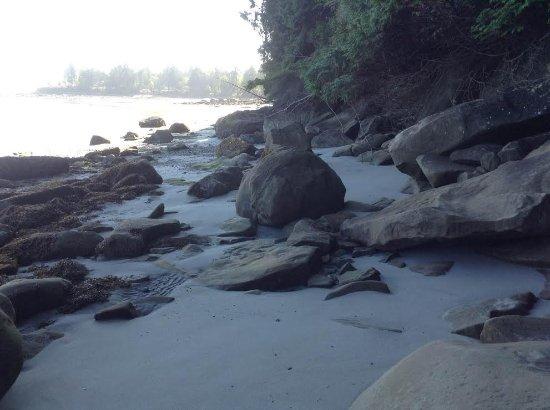 Gabriola Island, Canada: Pebbles, rocks, boulders, sand, sandstone and sunshine.