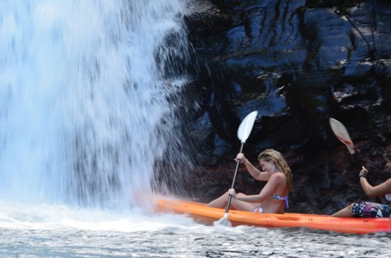 Matei, Fidji : Kayaking up to the falls in Lavena National Park