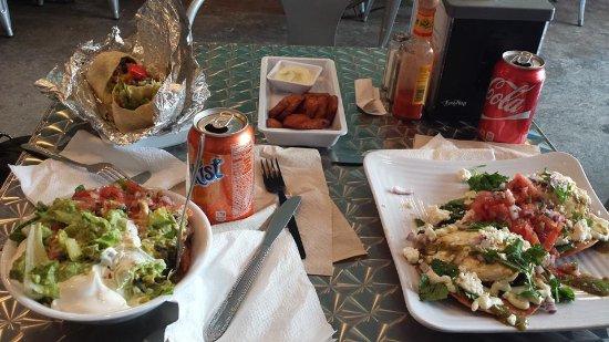Shepherdstown, Virginia Occidental: burrito, burrito bowl, fried plantain, and huevos rancheros I think
