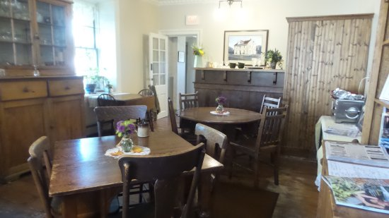 Cedarburg, WI: dining area for continental breakfast