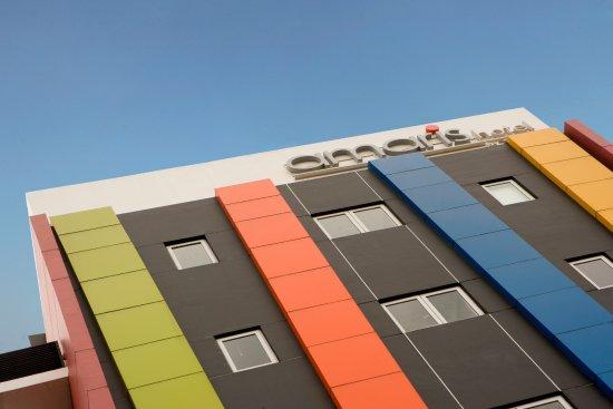 Amaris Hotel Senen: Building