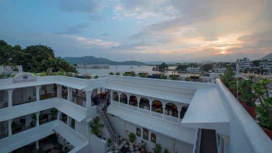 자가트 니와스 팰리스 호텔