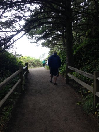 Florence, OR: the walk to the lighthouse its about a 1/2 mile up